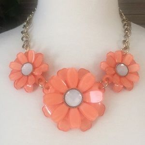Jewelry - NEW FLORAL STATEMENT NECKLACE
